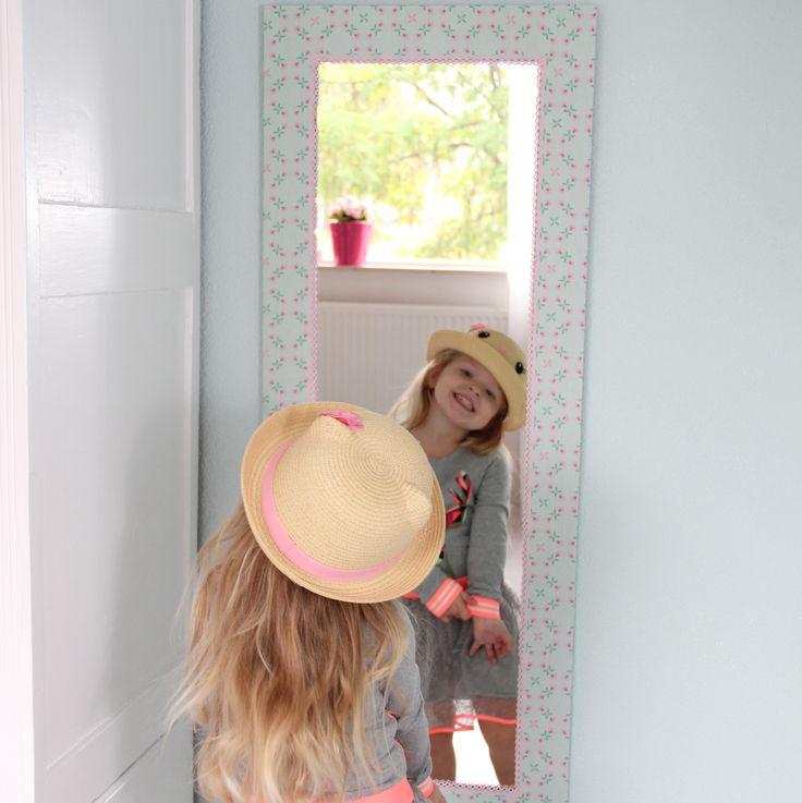 Een spiegel is toch een musthave voor de meisjeskamer? Ik ben verliefd op deze Kidsware passpiegel.