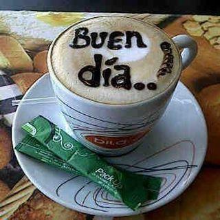 Taza de café con el mensaje en su interior: Buen día...
