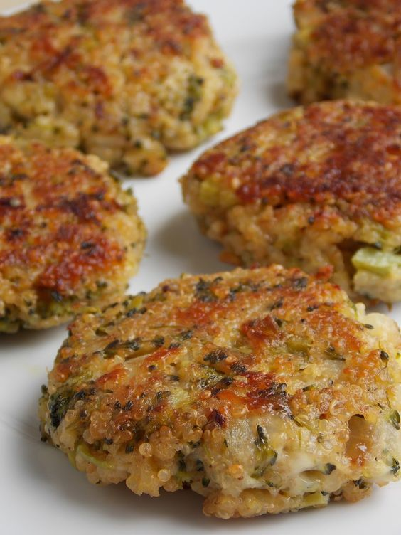 Cheesy Quinoa and Broccoli Patties | A Homemade Living - thinking of trying this with bulgur instead of quinoa (gotta use what's available here!)