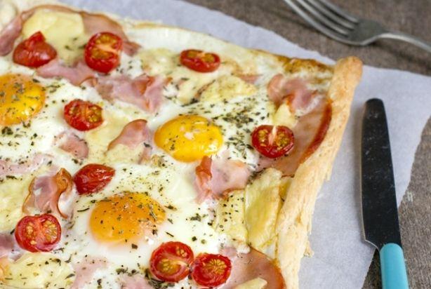 Ontbijtpizza met ei