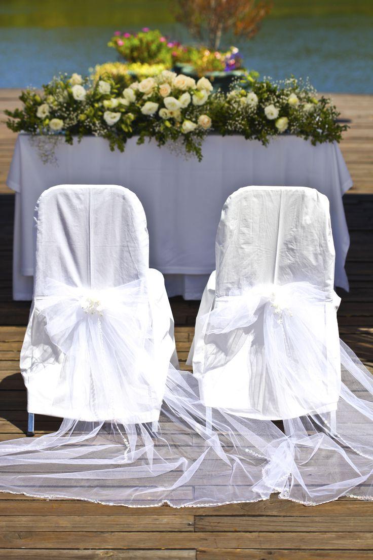 Decoración de sillas...pequeños detalles en tul con bordes en caireles