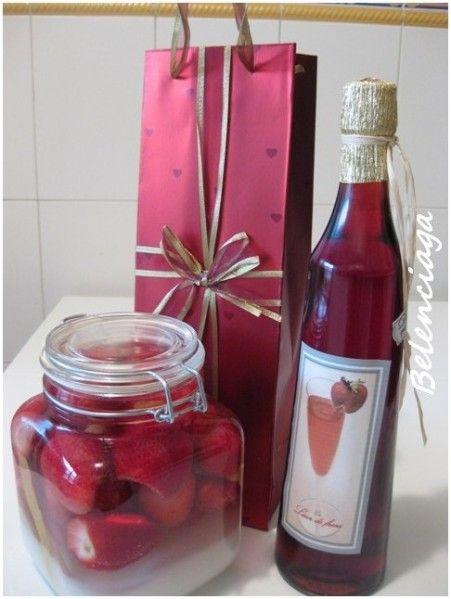 Strawberry liqueur pomace. Licor de orujo de fresas