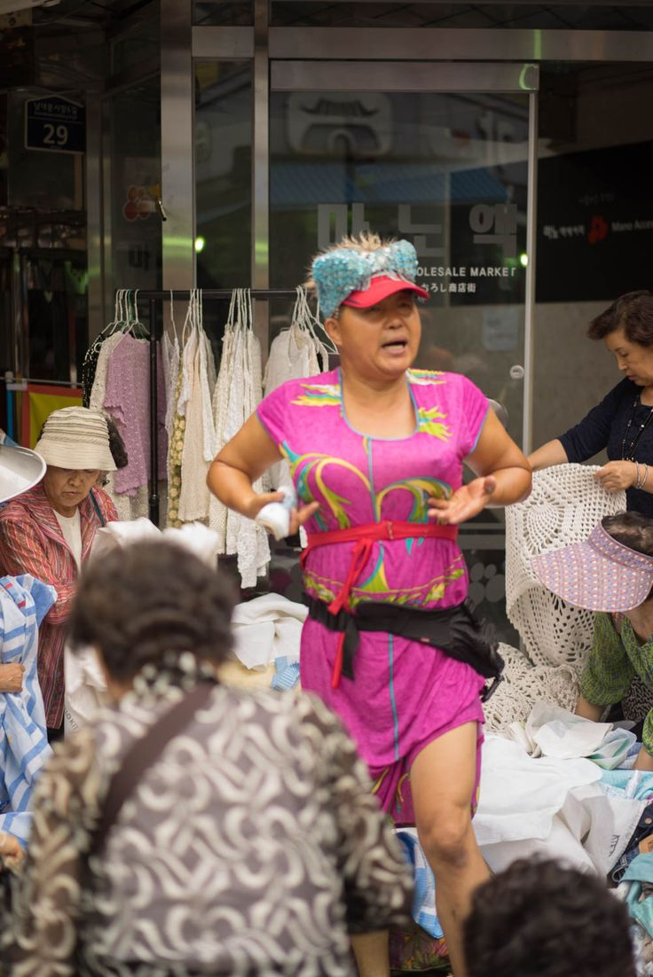 Seoul, Namsan market: Giving it all for the sales