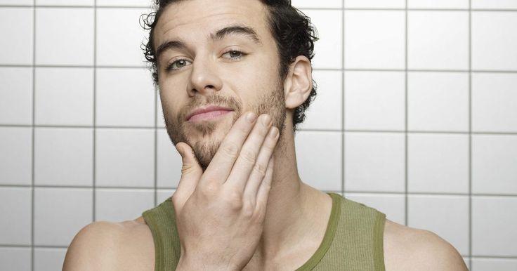 Cómo llenar espacios vacíos en una barba. Muchos hombres quieren tener una barba completa y de aspecto espeso. Sin embargo, para algunos hombres esto no es posible porque su barba, en lugar de cubrir toda la parte inferior de la cara, parece irregular con partes desnudas, sin pelo. Por desgracia, no es posible forzar al vello facial para que crezca en áreas descubiertas, porque el grosor ...