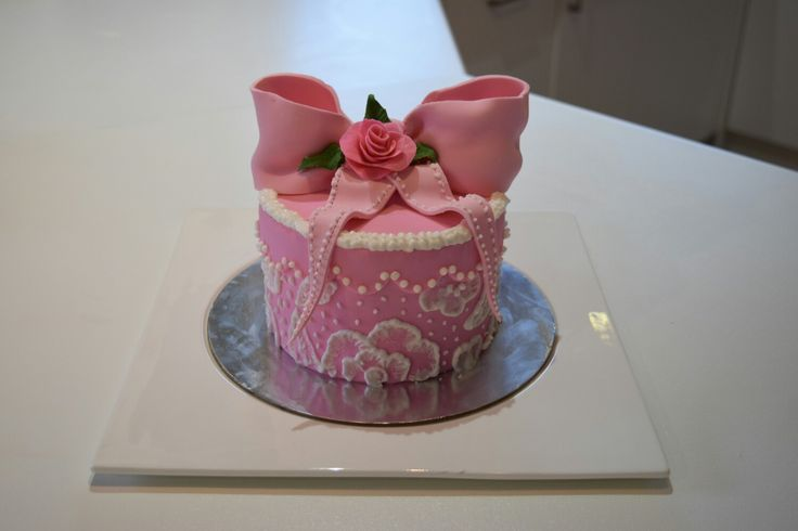 Hat Box Embroidery Cake