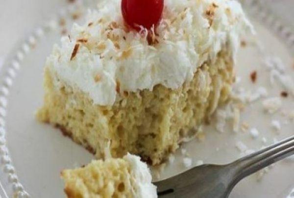 Το γλυκό της ημέρας: Το τέλειο υγρό κέικ με ινδική καρύδα και ζαχαρούχο γάλα!