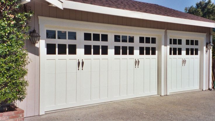 Best 25 Carriage Style Garage Doors Ideas Only On
