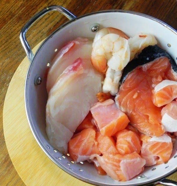 Odkąd kiedyś w bałkańskiej knajpie miałam okazję spróbować pikantnej zupy rybnej, na myśl o której mam ślinotok, tak teraz w końcu doczekała...