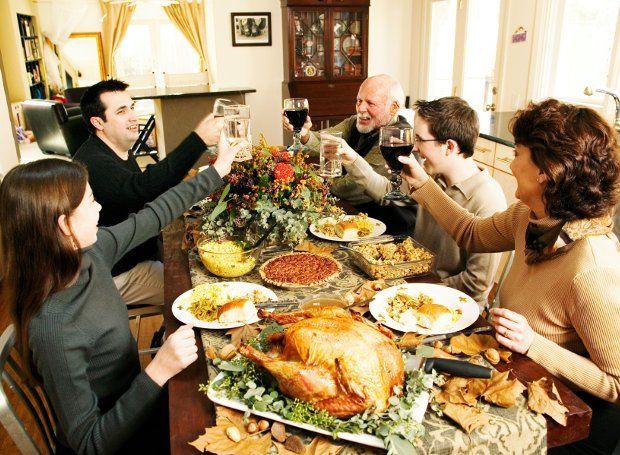Ημέρα των Ευχαριστιών: Μεγάλη οικογενειακή γιορτή στη Βόρειο Αμερική με αγροτική προέλευση (Thanksgiving Day αγγλιστί). Στον Καναδά εορτάζεται τη δεύτερη Δευτέρα του Οκτωβρίου και στις Ηνωμένες Πολιτείες την τέταρτη Πέμπτη του Νοεμβρίου.