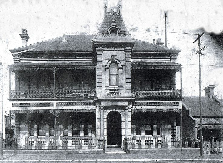 Waterloo Town Hall....early 1900s