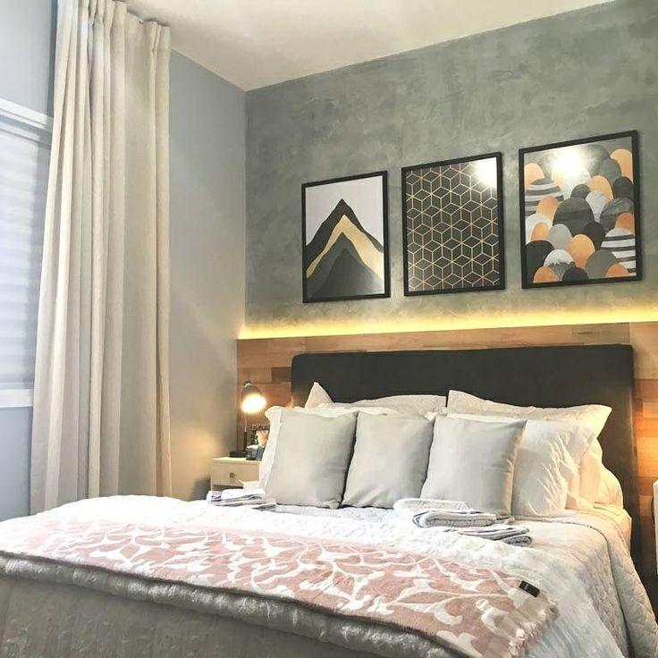 Combinação perfeita: 3 quadros, parede cinza, cabeceira de madeira e cabeceira acolchoadas