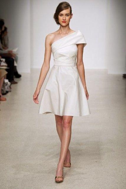 Luxury Of Simplicity: 31 Minimal And Elegant Wedding Dresses   Weddingomania