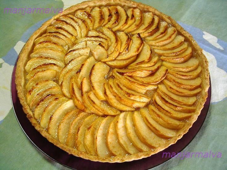 Kuchen de manzana del libro de Eliana Ingrediente Masa: 300 grs. de harina 1 cucharadita de royal 150 grs. de mantequilla 110 grs. de...