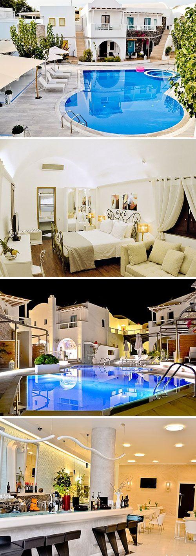 La Mer Deluxe Hotel laat je Santorini in stijl beleven! Het vijfsterren hotel is gebouwd in de stijl die zo typerend is voor de Cycladen en beschikt over alle benodigde faciliteiten voor een ontspannen zonvakantie.