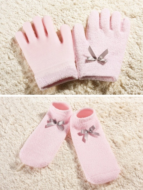 MOTHER'S DAY SPECIAL: 53% OFF 1 Pair of SPA Gel Gloves + 1 Pair of SPA Gel Socks + FREE Delivery within Peninsular Malaysia @ Always Best Buy for only RM62 instead of RM132!