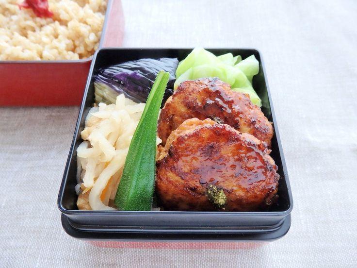 玄米ご飯230g(梅干し)、地鶏つみれ照焼、茹キャ、茄子揚浸、切り干し煮物、オクラお浸し