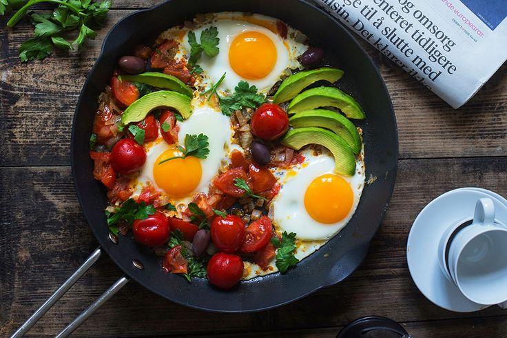 <em><strong>Recipe for Sunny eggs with tomatoes (shakshuka) in english at the bottom of the page.</strong></em>👇🏾...