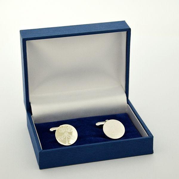 """Bottoni gemelli a scatto con simbolo """"VATICANO"""" per camicia sacerdote, vescovo o cardinale, tocco di eleganza per la camicia CLERGYMAN con polso per gemelli, camicia COLLO ROMANO o SOTTOTALARE. Con scatola e certificato di garanzia."""