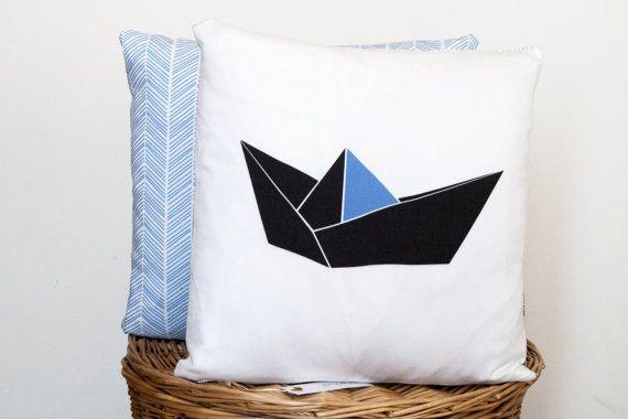 Coussin origami bateau geometrique bleu cotton par Anichai sur Etsy