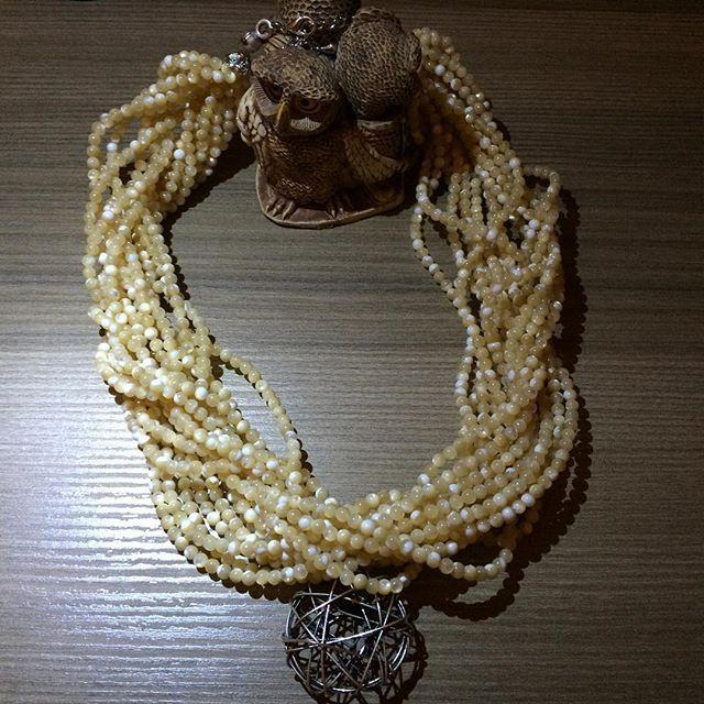 Doğal Taş - Sedef Kolye #doğaltaş #gemstone #gemstonejewelry #sedef #nacre #kolye #necklace #jewelry #jewellery (sipariş için lütfen iletişime geçiniz) **Sedef taşınınbereket ve gücü temsil ettiği bilinen özelliklerindendir. Topraktaki enerjiyi alarak bedene yaydığı ve cesaret verdiği, pozitif düşünce yaydığı bilinmektedir.  Sevgiyle kullanın 🙏💕😌😊🎁💕