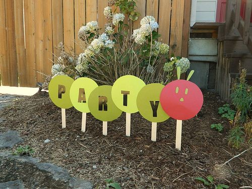 This is so easy and cute... I'm thinking to also spell out the birthday boys name too! Maybe a bug theme for a first birthday party theme???