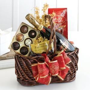 Honeymoon Gift Basket Ideas by brtty.king