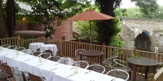 A lovely simple website showing the restaurant and riverside views
