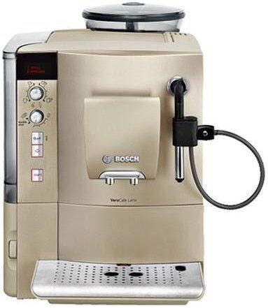 Kaffeevollautomat / Farbe: sand / AromaDouble Shot Funktion / Text- und Grafikdisplay / Wasserfilterwechselanzeige / Serie: Bosch VeroCafe / Getränketypen: Café Crème, Cappuccino, Latte Macchiato, Espresso, Milchkaffee / Tassen pro Brühvorgang: 2 / Pumpendruck: 15 bar / Leistung: 1.600 Watt / Füllmenge: 1,7 Liter / Fassungsvermögen Bohnenbehälter: 300 g / Komforteigenschaften: Wassertank abnehmbar, Kaffee gemahlen verwendbar, herausnehmbare Tropfschale / Ausstattungsmerkmale…