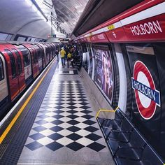 HOLBORN TUBE STATION | HOLBORN | LONDON | ENGLAND: *London Underground: Central Line; Piccadilly Line*