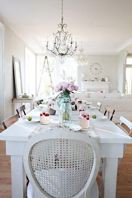 great farmhouse table!