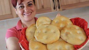 Focaccine soffici, ricetta facile per focaccine semplici e buonissime. Da servire al posto del pane, da farcire con formaggi e salumi...
