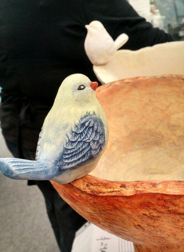 Orietta Arenas.Detail of birds around birdbath.