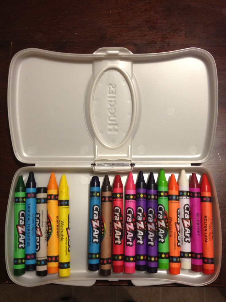 Recycle a wet wips container to use as crayon storage. Perfect for taking along in car rides. || original source unknown