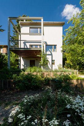 Földes és társai építésziroda// Kértváros family house by Földes Architects.   garden terrace, veranda, facade. contemporary architecture and design