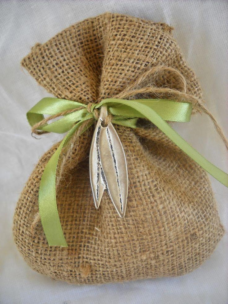 πουγκί λινάτσα και μεταλλικά φύλλα ελιάς