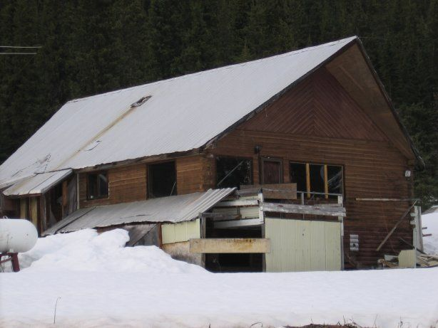Abandoned Cassiar is a ghost town in British Columbia, Canada (Stanley Cup winner and Olympic Gold Medalist hockey player Scott Niedermayer spent three years of his youth in Cassiar when his father served as the town's doctor. His brother Rob, also a Stanley Cup winner, was born in Cassiar.) Pic-11