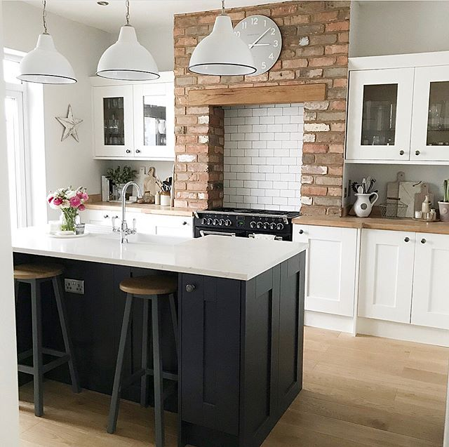 Another incredible kitchen renovation for you. Being a massive fan of a bit of exposed brick, this kitchen has made it into my top 10! My new found love of dark navy is also what has drawn me to this kitchen I think. What a fantastic transformation. Well done @thehoppyhome #kitchen #kitchens #kitcheninspoweek #kitchenideas #kitcheninspo #kitcheninspiration #interior #interiors #interior123 #interiorlove #interiorinspo #interiordesign #interior2you #interiorblogger #interiorblog #home…