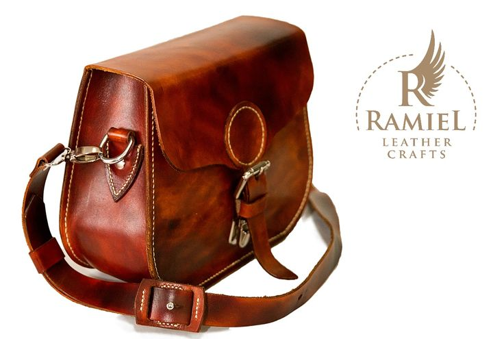 Veg tanned leather lady bag. Size: 23/19/9 cm.  Light brown dye. #leatherbagshandmade #leathershoulderbags #RamielLeatherCrafts #messengerbags #leatherbags #vegtannedleather #leather #bags #messenger #fullgrainleather