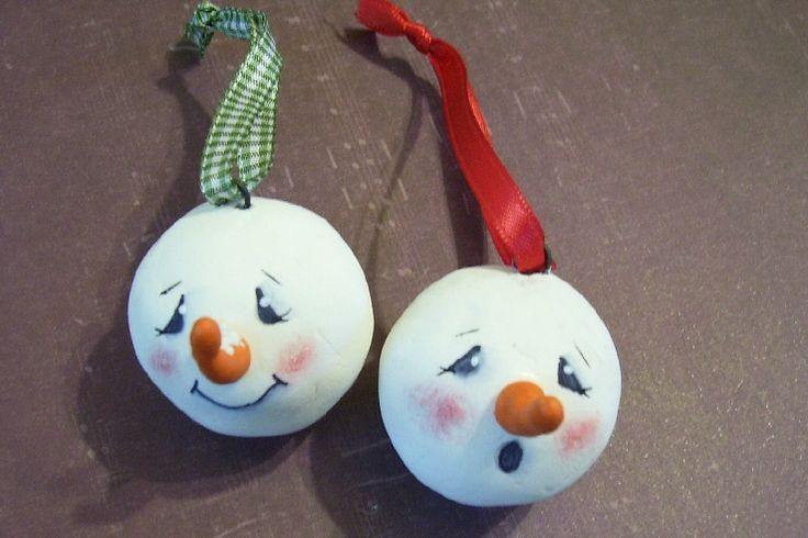 Christmas Crafts to Sell | Here are some paint stick ornaments, you can find the tutorial here at ...