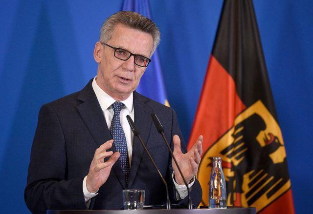 Ein Bundeswehrsoldat tarnt sich als Flüchtling, um einen fremdenfeindlichen Anschlag zu verüben... Jetzt lässt Bundesinnenminister Thomas de Maizière (CDU) im Bundesflüchtlingsamt in Nürnberg nachforschen.