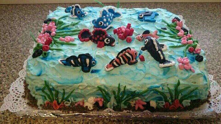 Kala aiheinen kakku! Ja kaikilla oli niin mukavaa ja jäällä oli hieno keli pilkkiä vapaapäivänä! Kukko-ahvenia tuli 7 kg yhteensä.