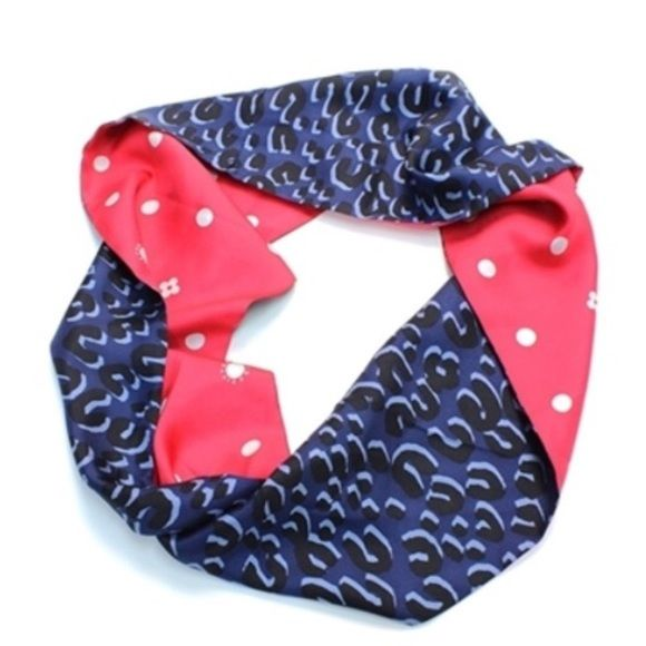 "Louis Vuitton || Silk Leopard Infinity Scarf Authentic Louis Vuitton reversible indigo leopard silk infinity snood/scarf. Composition: 100% silk. Made in Italy. 20"" x 13"". Louis Vuitton Accessories Scarves & Wraps"
