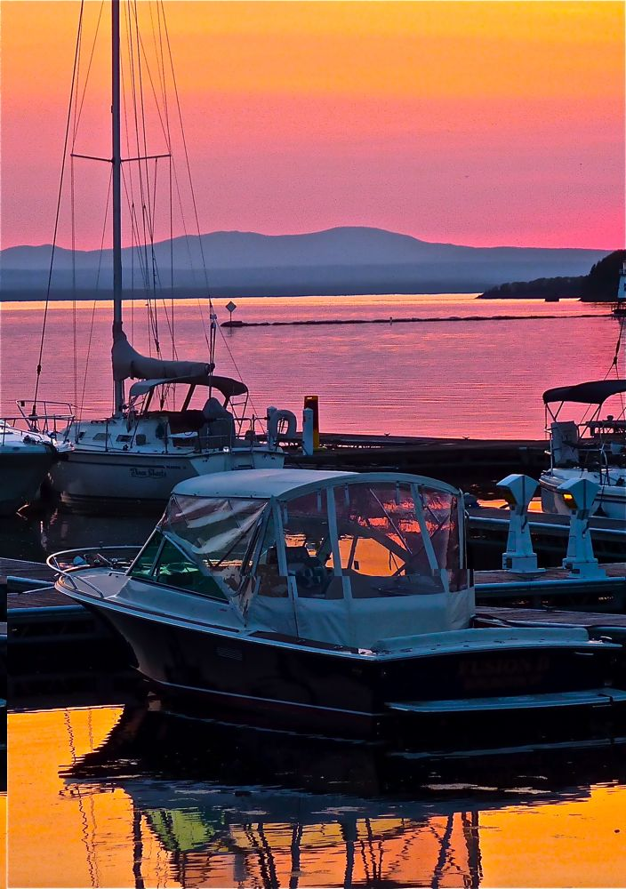 Spectacular Sunset At Waterfront Park On The Ss Of Lake Champlain In Burlington Vt