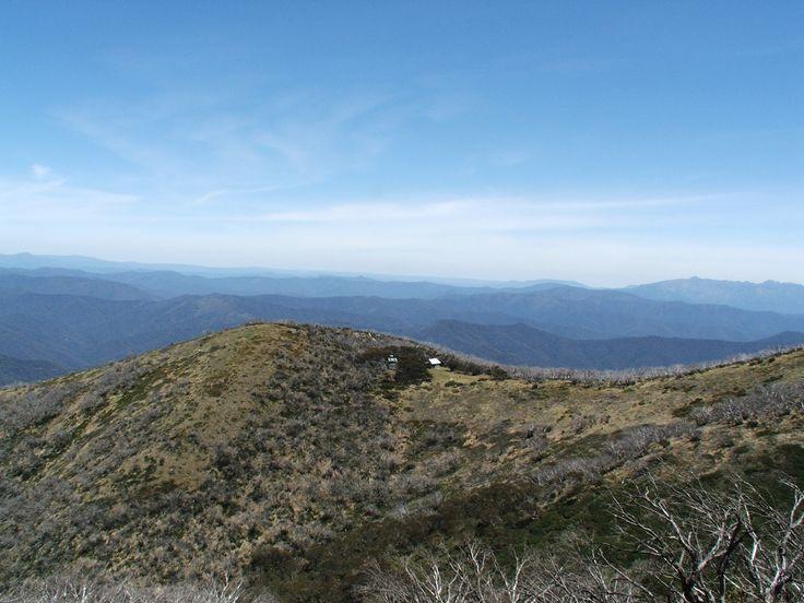 Mt Feathertop - Razorback trail from Diamantina hut. 4.5hr from Melbourne. 11km/8hr return hike. Overnight stay Falls Creek.