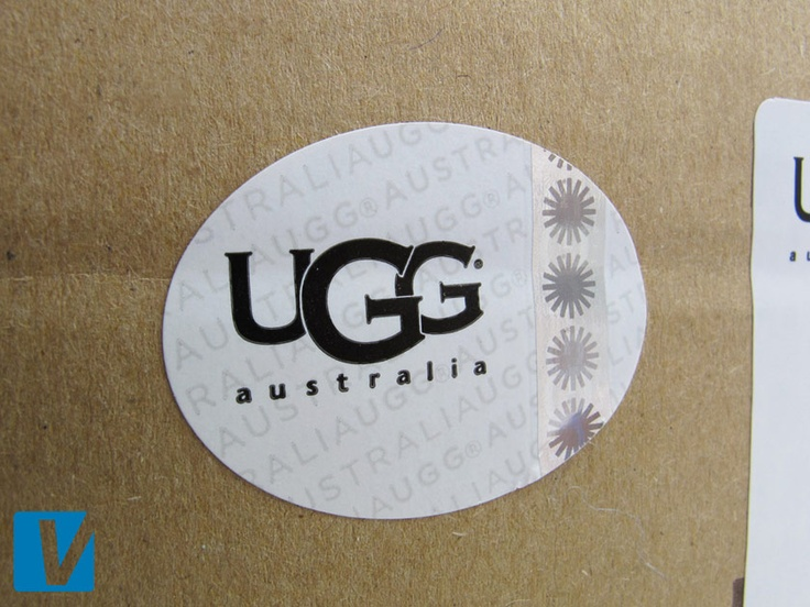 New UGG boot retail boxes also feature a hologram sticker. In position 1 it should show the starburst logo. Please compare the details of this sticker carefully.