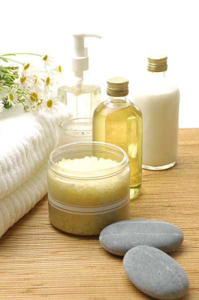 Homemade masks, scrubs and toners let you enjoy natural, spa-quality skin care at home.
