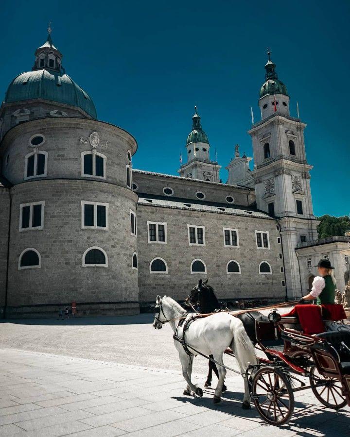 Pferdekutsche In Salzburg Osterreich Bei Einem Tagestrip Von Munchen Aus In 2020 Salzburg Osterreich Salzburg Pferdekutsche