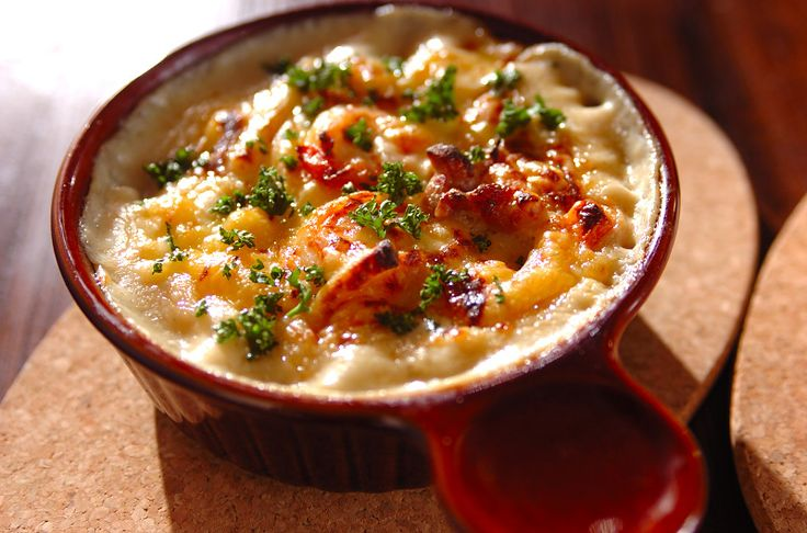 鶏もも肉とエビが入った、定番のマカロニグラタンです!昭和のマカロニグラタン/中島 和代のレシピ。[洋食/焼きもの、オーブン料理]2010.04.19公開のレシピです。
