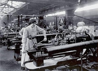 El desarrollo industrial durante el porfiriato se vio favorecido por varios factores: la construcción de las vías de ferrocarril, la creación de un mercado interno más amplio e integrado, el aumento de la población e inversión extranjera