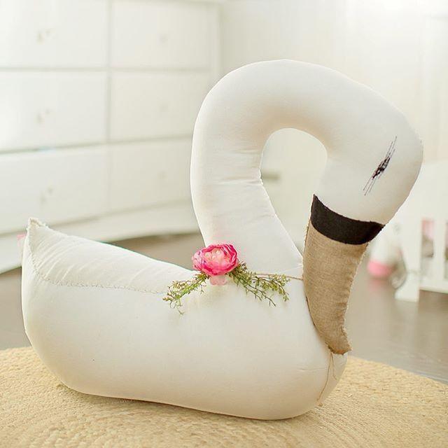 Tamar Mogendorff plush swan via @myjishopa